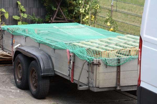Zabezpieczenie ładunku w transporcie – przewóz otwartą przyczepą