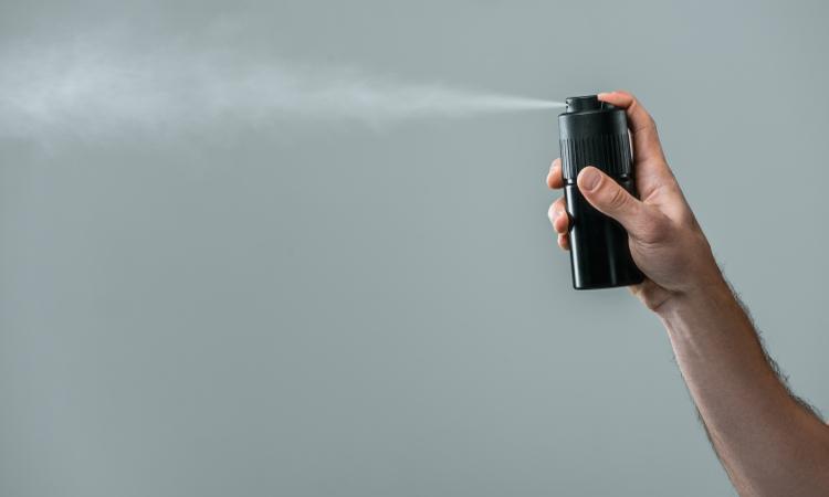 Dezodorant kontra antyperspirant – czym się różnią?